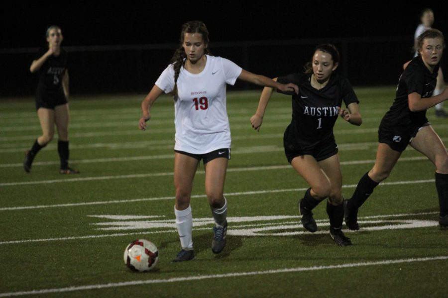 GETTING+A+KICK+OUT+OF+IT%3A+Senior+Hannah+Erb+outpaces+her+opponent.+Erb+is+one+of+the+two+team+captains+of+the+varsity+girls+soccer+team.+