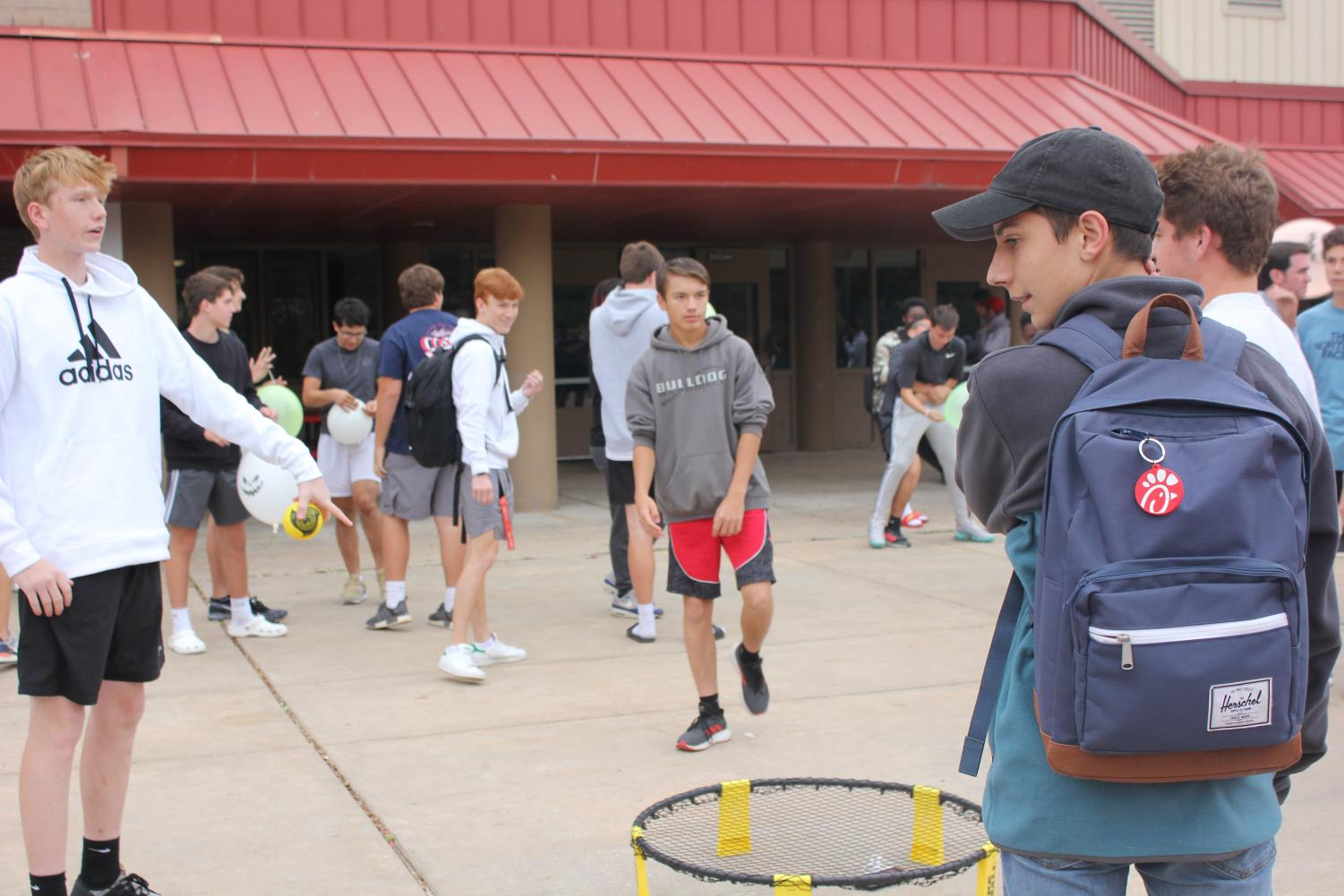Sophomore+Matthew+O%27Leary+plays+spikeball+with+his+classmates+during+the+festival.+Students+of+all+different+grades+mingle+in+the+courtyard+all+fighting+for+the+goal+of+making+a+strong+community.