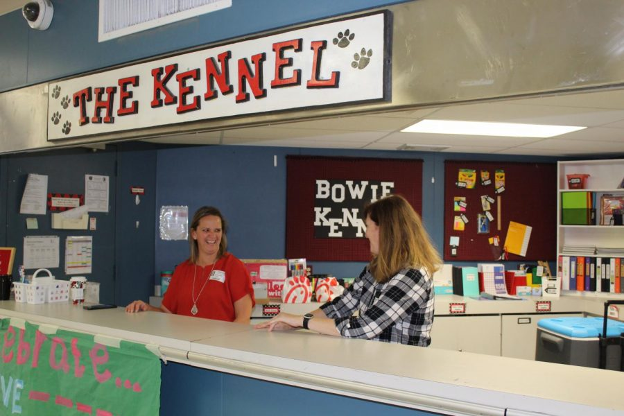 Parent volunteers, Carrie Stein and Terrie Lilley working during 1st lunch at the kennel.
