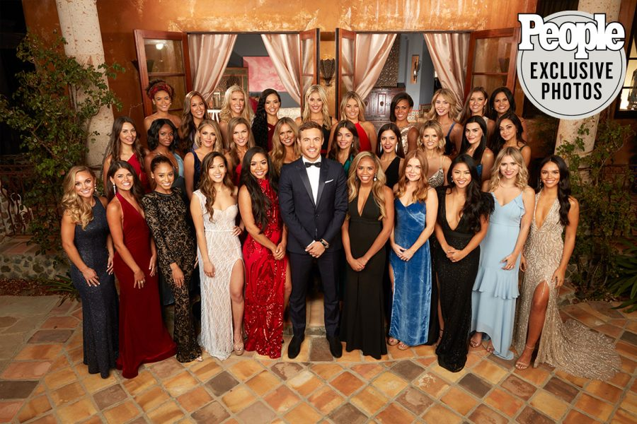 This+seasons+Bachelor%2C+Peter+Weber%2C+smiles+with+the+thirty+contestants+all+fighting+for+his+heart.+